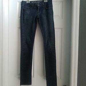 Nwot refuge blue jeans with whitewash designs